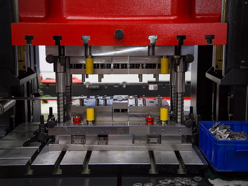 Composite materials engineering (CME) Compression Moulding machinery